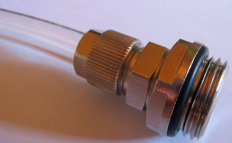 [DOSSIER] Un exemple concret de circuit de watercooling Embout-coiffe-tuyau-2